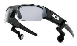 Piacon a szuper Oakley-Motorola napszemüveg  7cc4078826