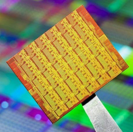 Intel_kiserleti_48_magos_CPU