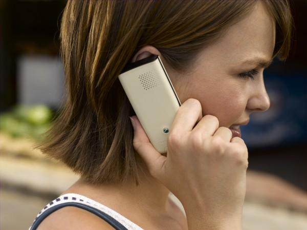 J110_Woman_talking_in_phone_Soft_Cream