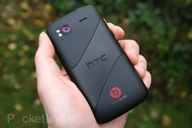 HTC Primo hátulról