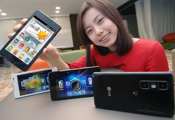 LG Optimus 4X HD és LG Optimus 3D Max (jobbra)