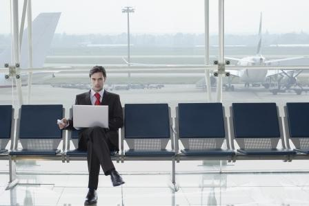 businessman laptop mobile airport Rex (1)