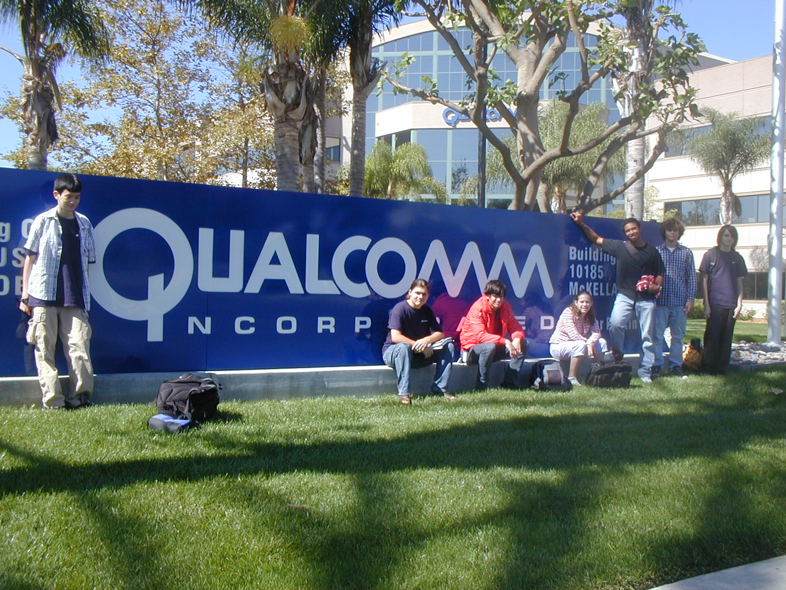 Fall-05-Interns-in-front-of-Qualcomm