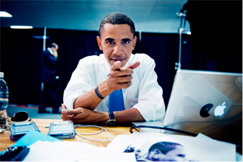 461_20_barack-obama-using-his-mac-and-blackberry