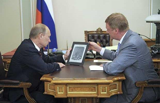 putin-with-tablet