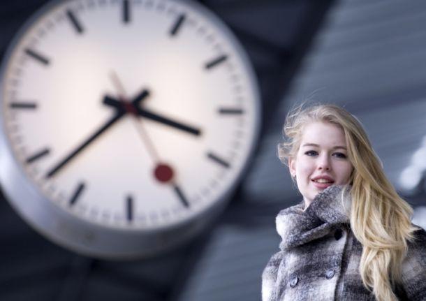 Reisende im Bahnhof Olten
