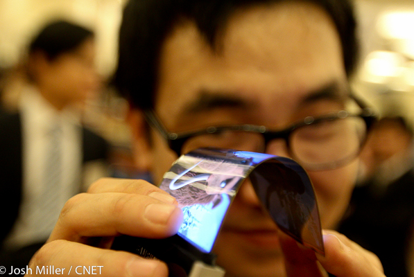 samsung-flexible-amoled-display_ces_1.jpg