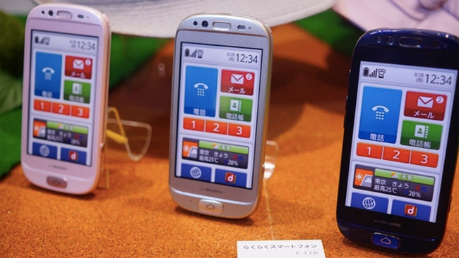1fujitsu-senior-phone