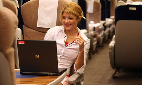 woman-uses-laptop-on-trai-007
