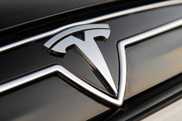 Tovább gyorsul az őrült Tesla