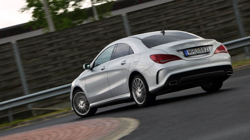a_Mercedes-Benz_CLA_26_medium