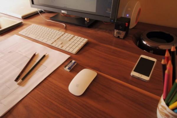 mac-pro-desk-2-640x426