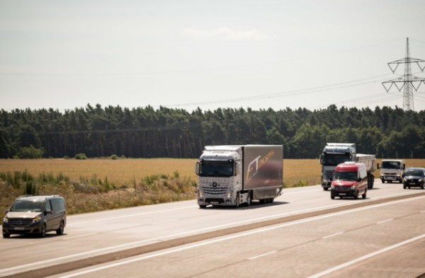 mercedes-self-driving-truck-640x420