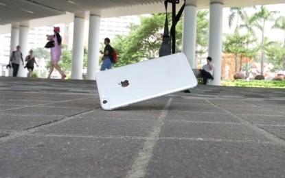 Jól bírja az eséseket az új iPhone