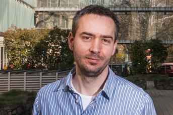 """""""A szoftvernek nem bonyolítani, hanem egyszerűsíteni kell az emberek életét"""" – Schwindt Péter, eHáz.hu"""