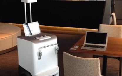 A Fuji Xerox robotnyomtató asztalunkhoz hozza a dokumentumokat