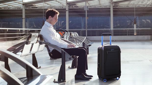 Itt a Bluesmart, a legokosabb bőrönd