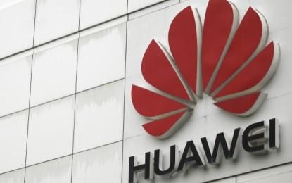 A Huawei 6 millió forintot adományozott a Nemzeti Közszolgálati Egyetemnek