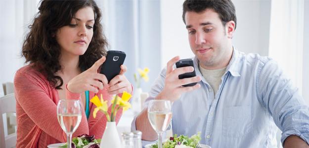 Nincs vacsora Facebook nélkül