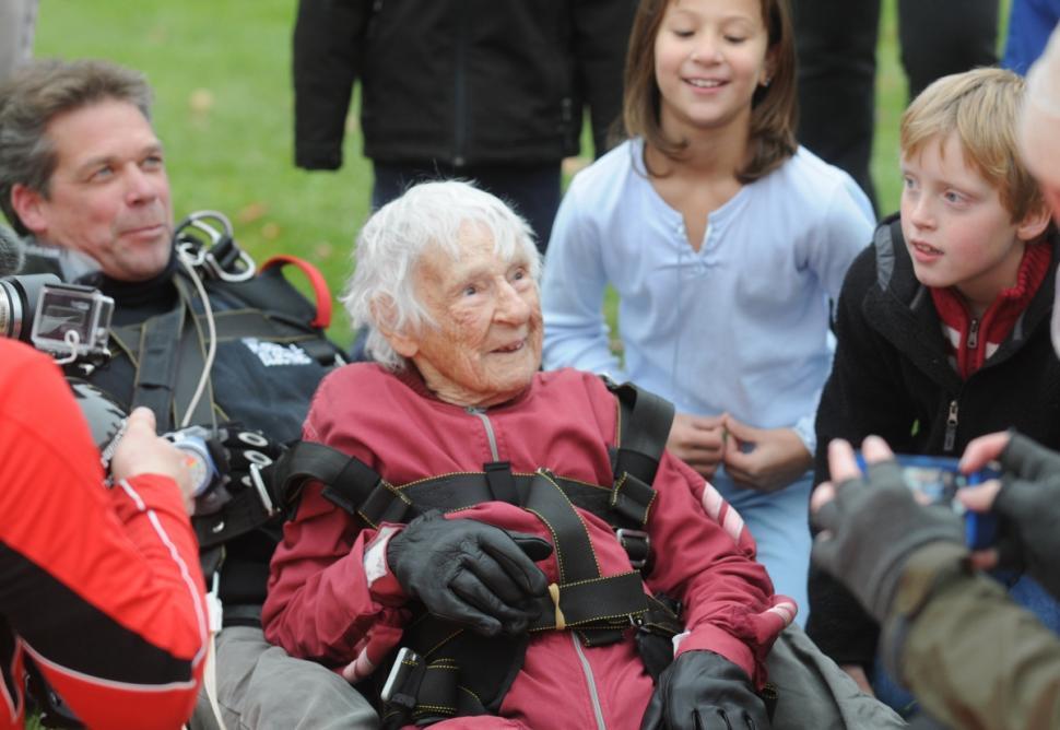centenarian-skydiver