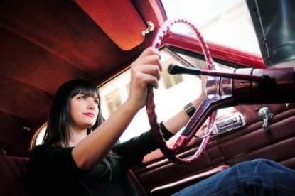 Nők a volánnál: gondosabbak, érzelmesebbek és többen vannak, mint gondolnánk