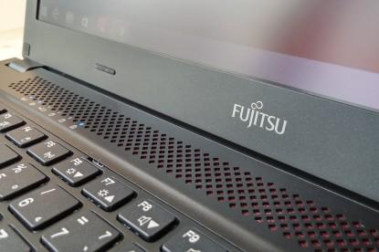 Teszt: Fujitsu Lifebook U554 – A strapabíró egyetemista