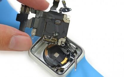 Megjelent az Apple Watch: Szét is szedték!