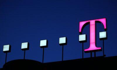 ARCHIV- Das Logo auf der Zentrale der Deutschen Telekom in Bonn am Mittwochabend (29.08.2007). Das deutsche Telekommunikationsunternehmen veröffentlicht am 07.11.2013 die Zahlen des dritten Quartals. Foto: Oliver Berg/dpa (zu dpa-Meldung vom 07.11.2013) +++(c) dpa - Bildfunk+++