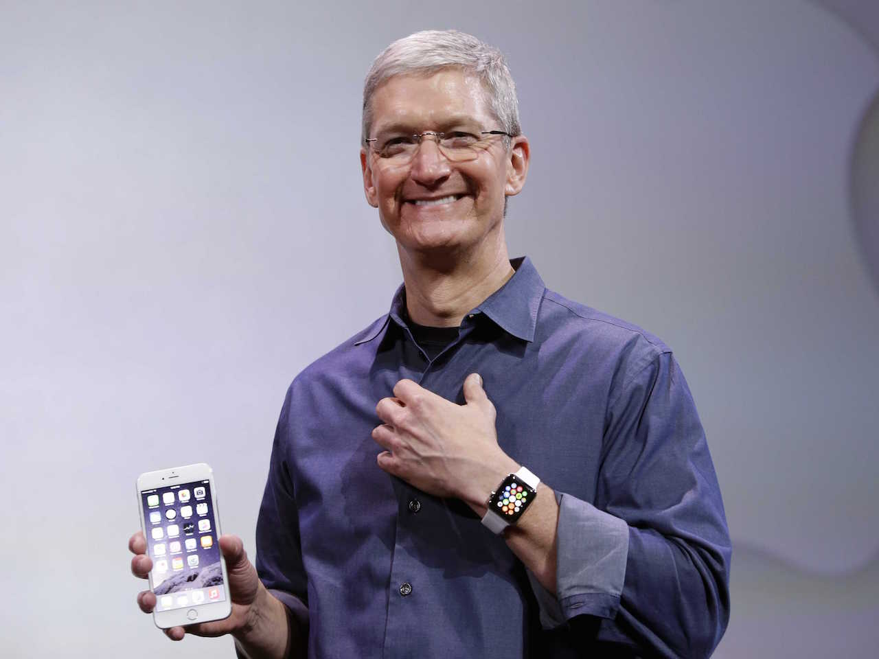 tim_cook_iphone