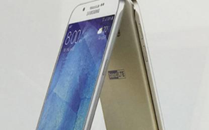 Hivatalos képen pózol a Samsung Galaxy A8
