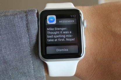 Már az Apple Watch-on is mehet a Facebookozás!
