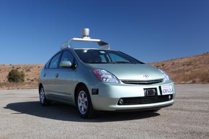 Egy robotkar adná át az elsőbbséget a Googla önvezető autóiban