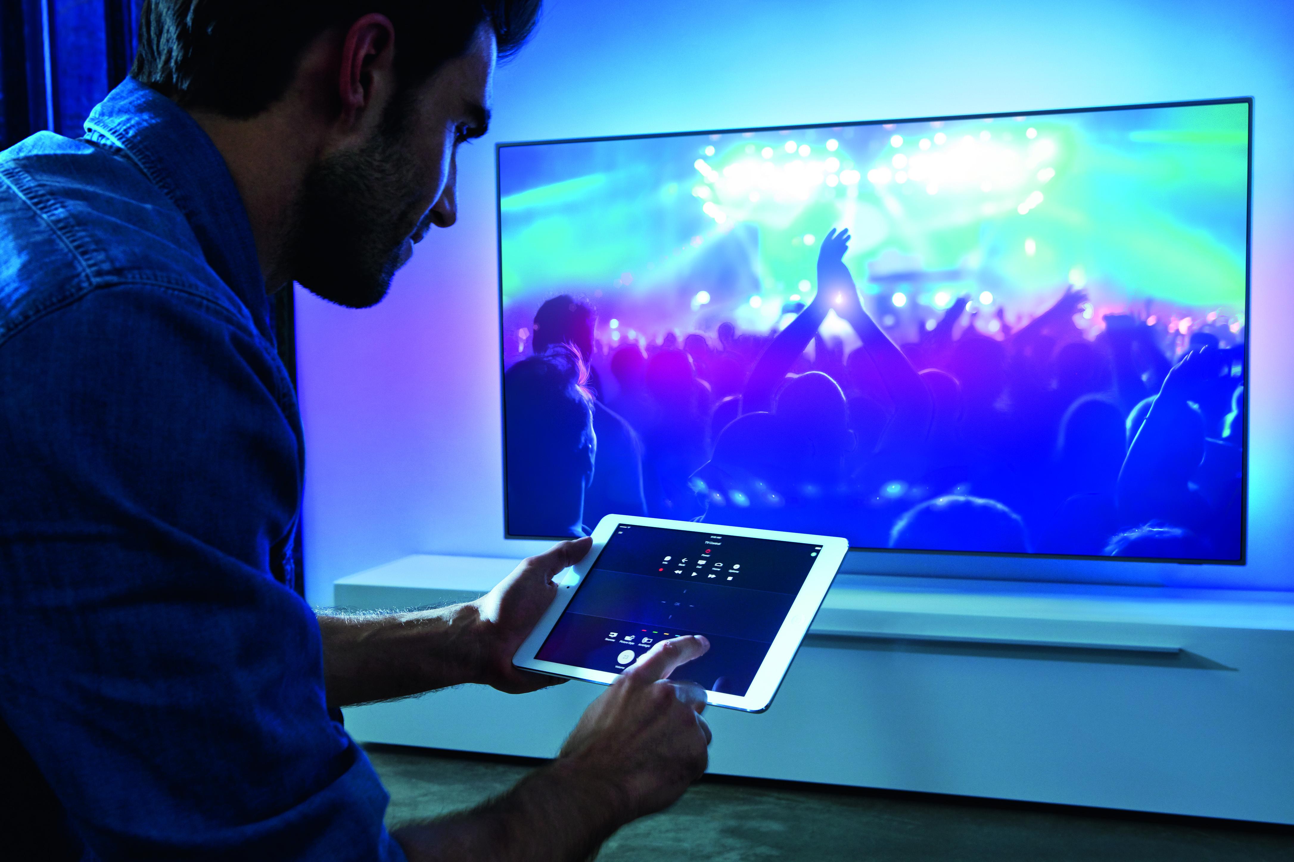 LS_7600-Control-tablet_CMYK