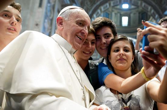 pope_francis_selfie_instagram