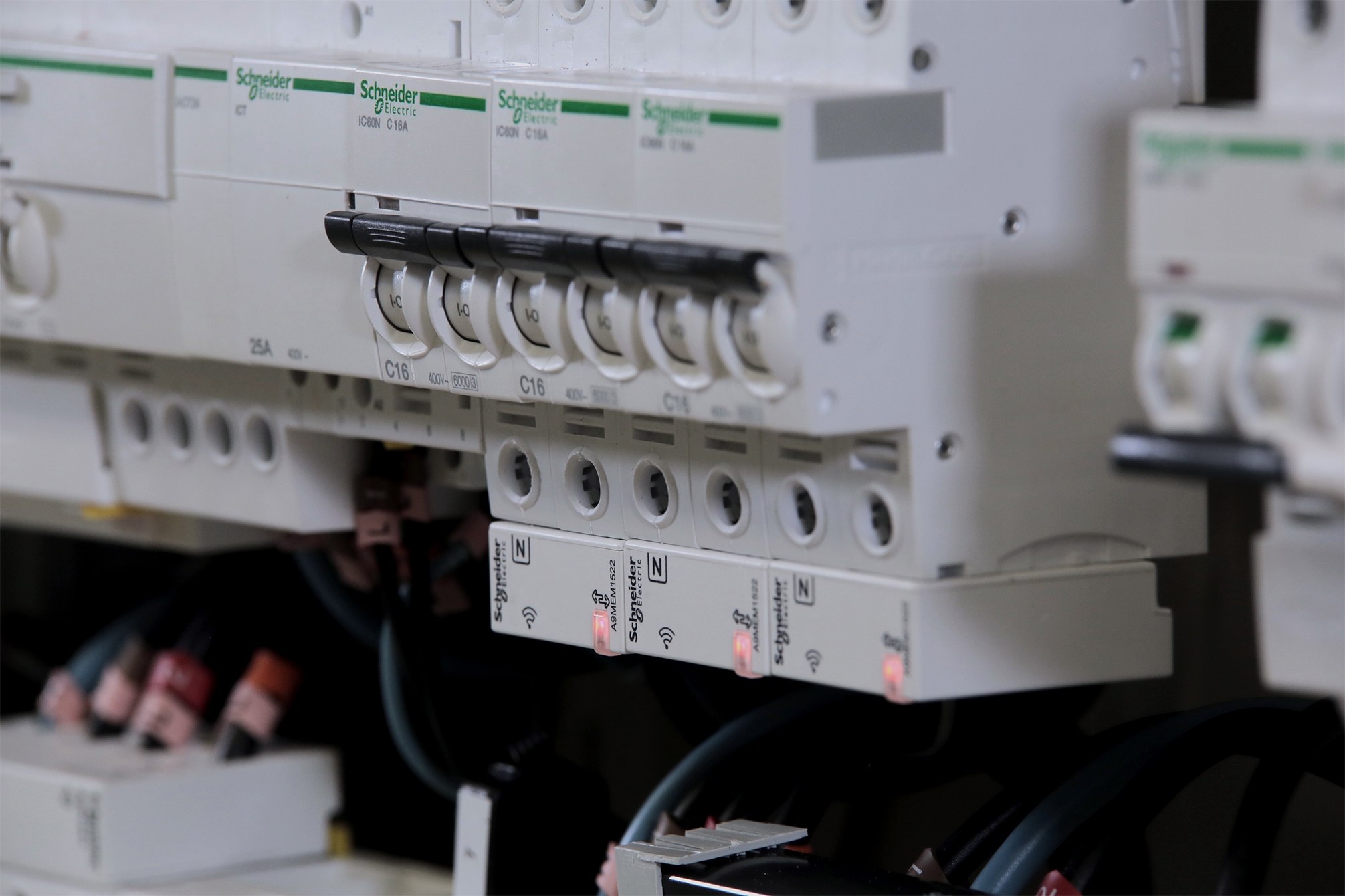 Schneider_Electric_Power_Tag_teljesitmenymero_2