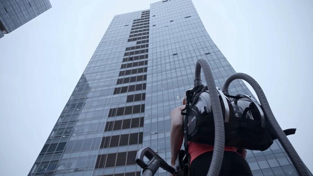 LG-CordZero-Climbing-Stunt-1