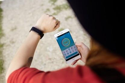Teszt: Huawei Color Band A1 – Észrevétlen marad