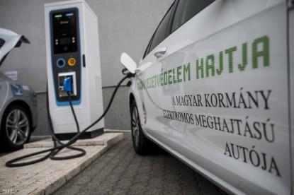 Már magyar töltő is vár az elektromos autókra