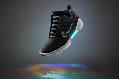 Hamarosan megérkezik az önbefűzős cipő
