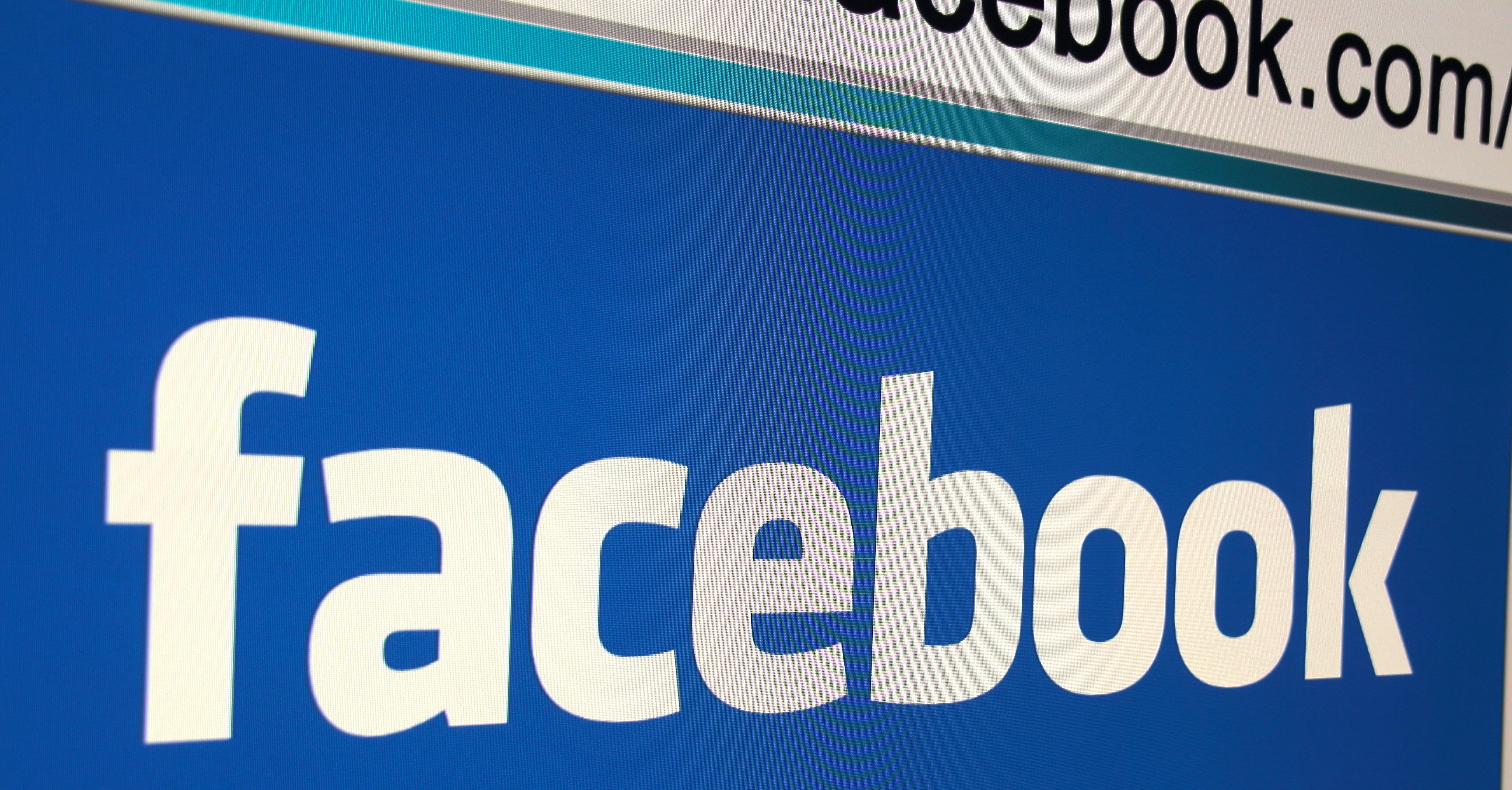 facebook_dot-com-e1453389460403