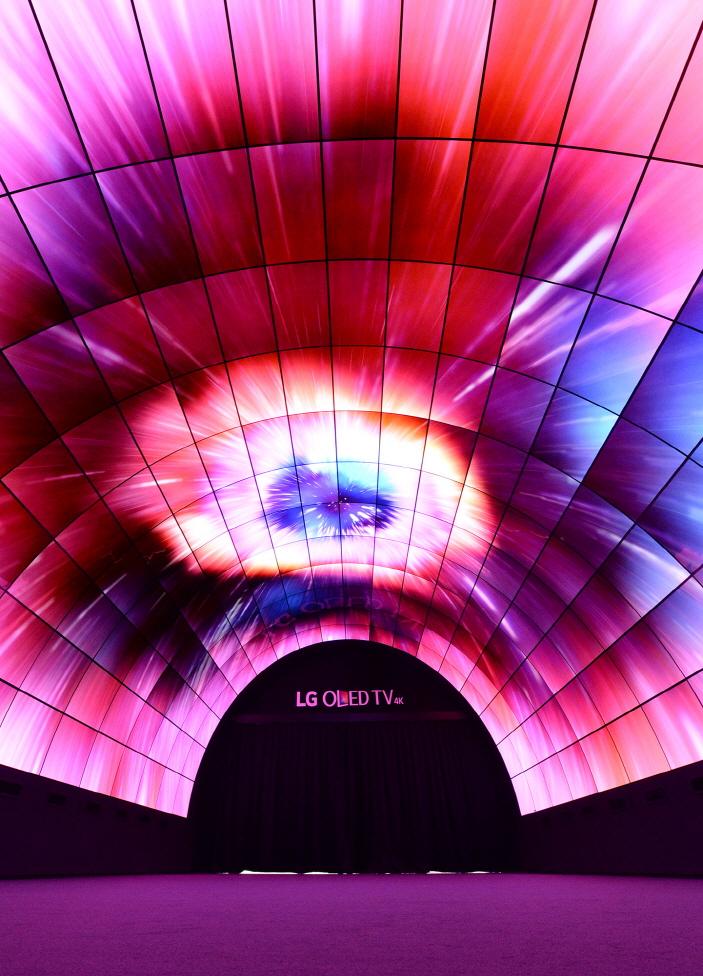 oled-tunnel_2_29291621592_o