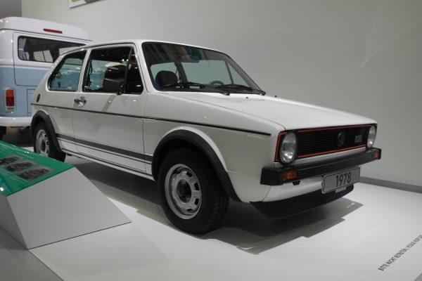 1,6 literes, 110 lóerős motorjával hamar kultusztárgy lett az 1-es Golf GTI-ből.