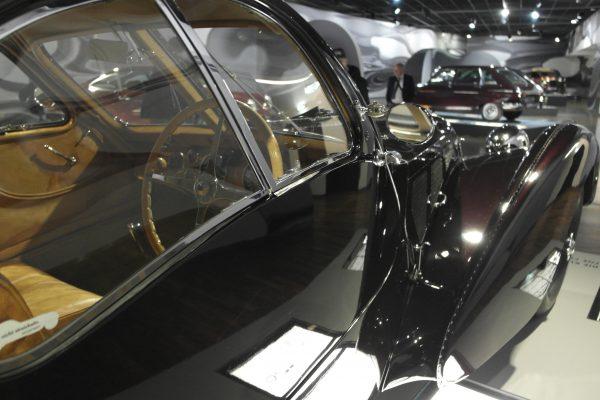 Az Ettore Bugatti által 1909-ben alapított Bugatti gyár utolsó modellje volt a képen is látható 57SC Atlantic. A konkrét példány 1938-ban készült, és soha nem újították fel.  2009-ben pedig egy gyűjtő 3,2 milliárd dollárt fizetett érte.