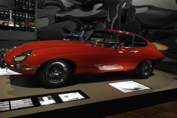 Természetesen nem maradhatott ki az ikonikus Jaguar E-Type sem.