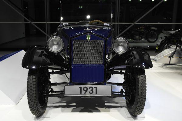 Az Audi elődjeként létrejött Auto Union egyik márkája volt a DKW, amely ezt az 1931-es, F1 névre keresztelt típust is gyártotta. A modellből összesen körülbelül 4000 darab készült.