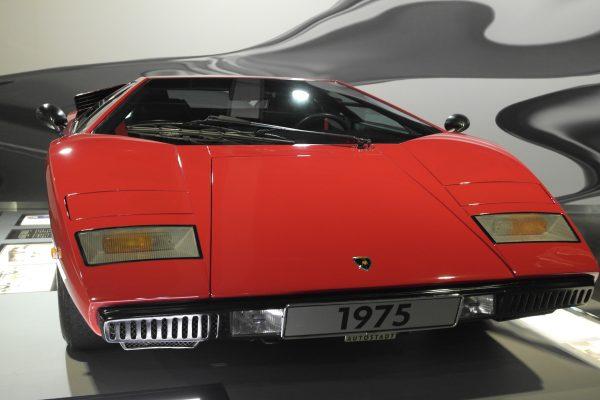 Ferrarikat megszégyenítőre sikerült az 1974-től 1990-ig gyártott, kezdetben 375 lóerős Lamborghini Countach
