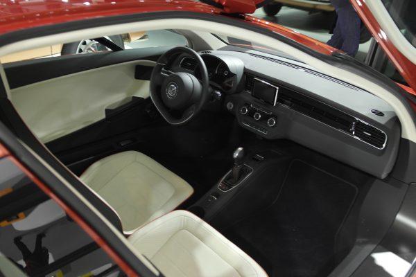 38 millió forintba kerül, viszont csak 0,9 litert fogyaszt 100 kilométeren a Volkswagen XL1