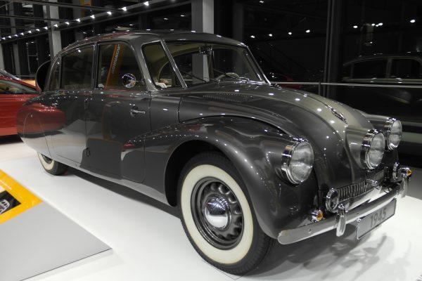 Léghűtéses motorjával akár 150-nel is száguldhatott a Tatra 87.
