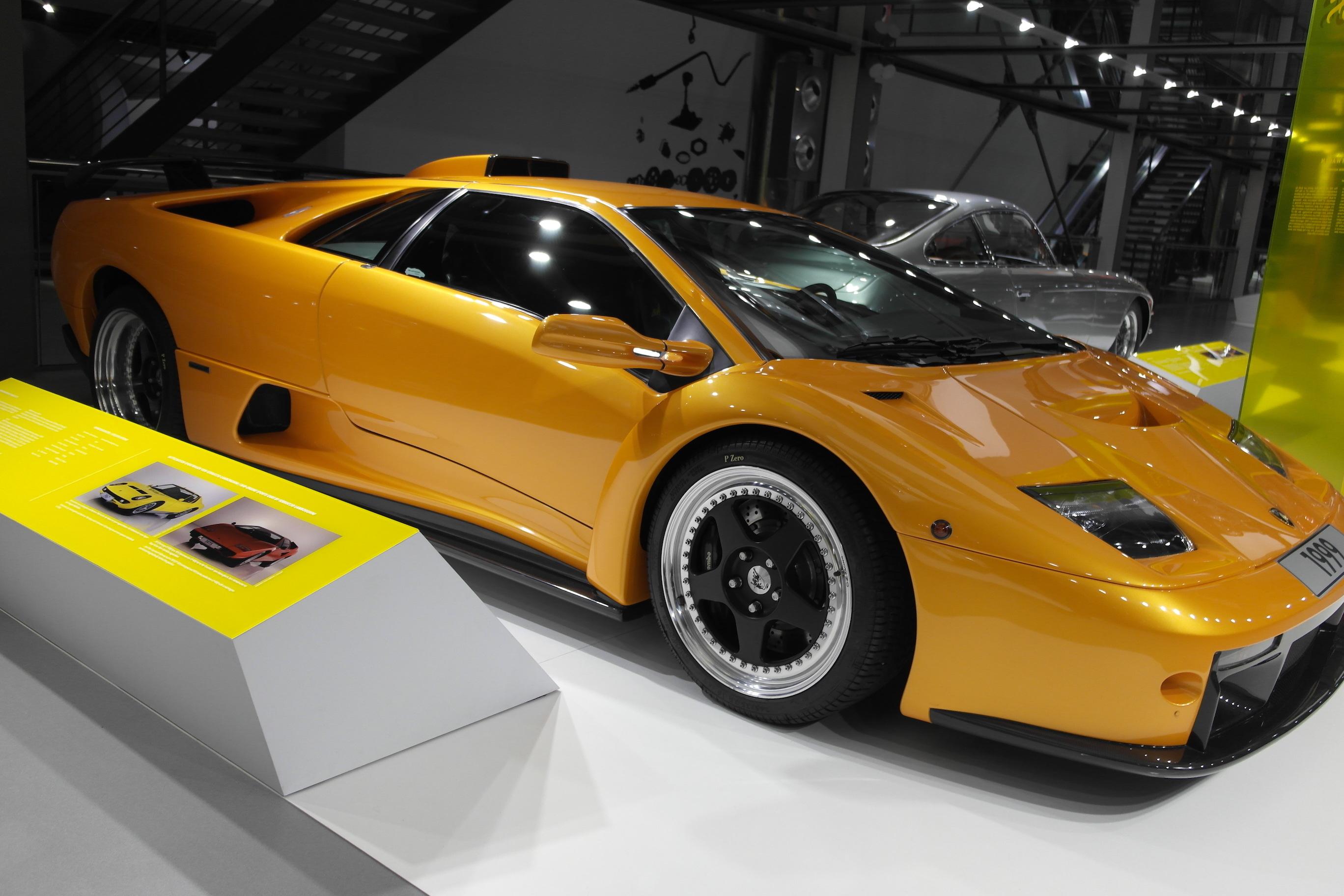 Alig 83 példány készült a V12-es, 575 lóerős motorral felszerelt Lamborghini Diablo GT-ből.