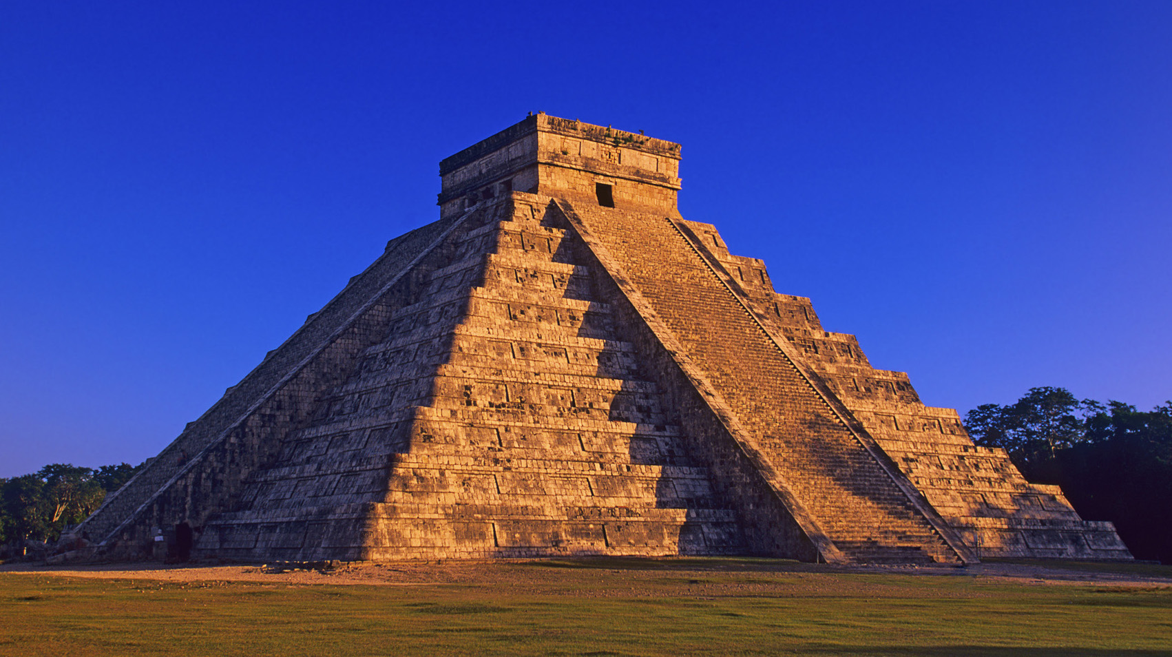 La pirámide de Kukulkan al atardecer (Mayan Pyramid of Kukulkan)